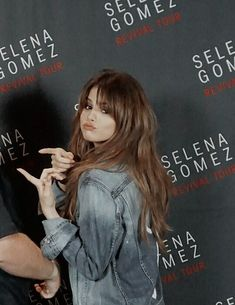 Selena Gomez Outfits, Selena Gomez Photos, Selena Gomez Style, Selena Gomez Hairstyles, Selena Gomez Hair Color, Peinados Pin Up, Long Hair With Bangs, Hair Bangs, Marie Gomez