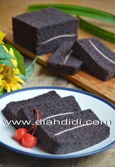 Cake Kukus Ketan Hitam Lapis Keju Indonesian Desserts, Asian Desserts, Indonesian Food, Baking Recipes, Cake Recipes, Dessert Recipes, Sweets Cake, Cupcake Cakes, Bolu Cake