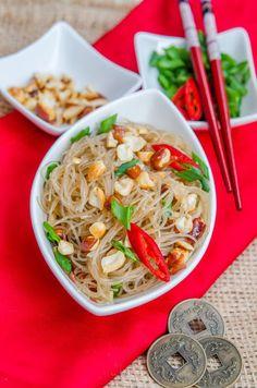 Retete chinezesti Archives - Page 2 of 13 - Din secretele bucătăriei chinezești Traditional Chinese Food, Cold Noodles, Asian Recipes, Ethnic Recipes, Noodle Salad, Japanese Food, Gem, Spicy, Dishes