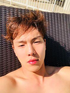 Hyunwoo's pool selfie