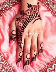 Explore latest Mehndi Designs images in 2019 on Happy Shappy. Mehendi design is also known as the heena design or henna patterns worldwide. We are here with the best mehndi designs images from worldwide. Unique Mehndi Designs, Mehndi Design Pictures, Beautiful Mehndi Design, Mehndi Designs For Hands, Mehndi Images, Henna Tattoo Designs Arm, Henna Designs, Tattoo Arm, Flower Designs
