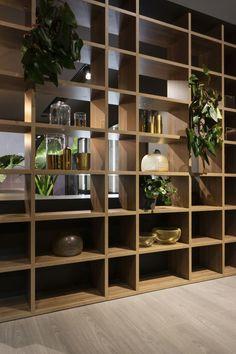 Наличие полок означает выставление книг, но есть гораздо больше вариантов, когда вы рассматриваете идеи декора полок для вашего дома. Для некоторых людей полки абсолютно необходимы для хранения большого количества книг, которыми они владеют. Однако для большинства из н Styling Shelves, Room Design Bedroom, Shelf Lighting, Modern House Design, Trendy Furniture, Shelves, Open Display Shelf, Open Space, Shelf Decor