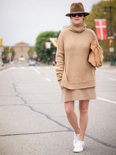 camel outfit with bowler hat