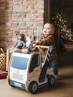 Vertbaudet has a brilliant range of baby, toddler and kids' toys for boys and girls. Choose from a variety of exciting kids' toys online. Wooden Baby Toys, Wood Toys, First Birthday Gifts, Baby Sensory, Toy Trucks, Baby Crafts, Kids Decor, Kids Furniture, Games For Kids