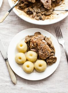 Polish: hipsterskie dumplings with mushroom sauce and fried pork