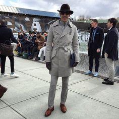 Pitti Uomo em Firenze na Itália tornou-se uma referência internacional para a moda masculina. A feira mostra desde alta costura, com os nomes mais prestigiosos do panorama internacional, até a eleg…