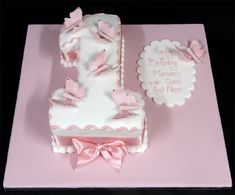 Themed birthday cake - 55 ideas year baby - baby girl birthday cake in the shape of a number 1 decorated with pink butterflies 1st Birthday Cake For Girls, 7th Birthday Cakes, Birthday Ideas, Cake Images, Cake Pictures, Butterfly Birthday Cakes, London Cake, Baby Girl Cakes, Cake Baby