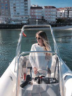 Capelli y Lucía una hermosa fusión entre el mejor diseño italiano y  la elegancia en la costa gallega. Tenemos esta Capelli en nuestra flota para alquilar. Esta Semana Santa ya la puedes alquilar. www.servinauta.com www.globalyachtingibiza.com www.nauticavaraderoibiza.com #Charter  #Embárcate #Náuticaderecreo #seascape #capelli #sun #beach #Náuticaderecreo #illadeons #GaliciaMola #LiveCíes #rinconesgallegos #riadepontevedra #galiciacalidade #galiciamola #riasbaixas #turgalicia…
