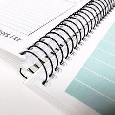 Imprime todo tipo de Agendas Personalizadas con Fotos Clothes Hanger, Mary, Weekly Planner Printable, Paper Rosettes, Print Calendar, School Agenda, Day Planners, Paper Envelopes