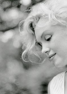 "Happy Birthday, Marilyn Monroe! (June 1st 1926 - ∞) ""I knew I belonged to the public and to the world, not because I was talented or even beautiful, but because I had never belonged to anything or anyone else."" #compartirvideos.es #happybirthday"