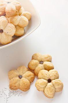 Biscottini alle mandorle con sparabiscotti (all'olio)
