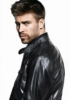 Gerard Pique is young, sensational, dynamic and one of the most popular footballers ever. Shakira, Gerad Pique, Spanish Soccer Players, Pique Barcelona, Fc Barcalona, Leather Men, Leather Jacket, Spanish Men, Evolution Of Fashion