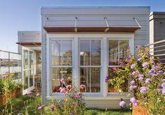 我們看到了。我們是生活@家。: 面南的大玻璃窗,被戶外的景色包圍的家