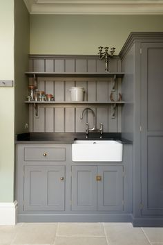 Chic Kitchen Units Tongue and groove boarding and open shelving painted the same colour as the kitchen units give this utility room a real period feeling. Home Decor Kitchen, Country Kitchen, New Kitchen, Kitchen Ideas, Olive Green Kitchen, Dark Grey Kitchen, Warm Kitchen, Natural Kitchen, Kitchen Small