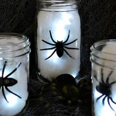 Throw the ultimate Halloween bash for less with these frugal Halloween ideas. From halloween decor to recipes, you can have fun without breaking the bank! Halloween Table Centerpieces, Halloween Buffet, Halloween Spider Decorations, Halloween Birthday, Outdoor Halloween, Diy Halloween Decorations, Halloween House, Holidays Halloween, Halloween Diy
