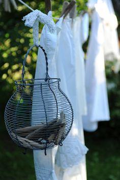 Panier à pinces à linge  (via HWIT BLOGG: Gamla textilier…)