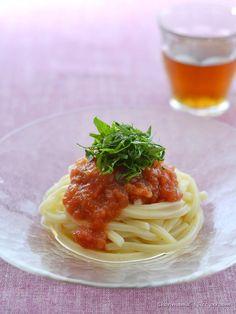 梅肉トマトだれの冷やしうどん #梅肉 #トマト #うどん Japanese Noodles, Japanese Food, Pasta Noodles, I Want To Eat, Junk Food, Lunches, Food Photography, Vegan Recipes, Spaghetti