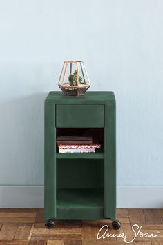 Modern side table painted in Annie Sloan Amsterdam Green | Chalk Paint®