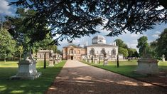 Orangery Wedding Venues in London. Chiswick House is an exceptionally beautiful villa, set within glorious Italianate gardens. Country House Wedding Venues, Wedding Venues Uk, Wedding Ideas, Conservatory House, London Kids, Homes England, British Garden, Italian Villa, Family Days Out