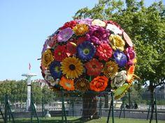 la sculpture de bouquet de fleurs de Jeong-Hwa Choi (Flower Tree) Lyon