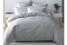 The Nova Waffle Silver Duvet Cover Set by Savona is a beautifully textured design that is perfect for any bedroom. Made with a 100% cotton waffle front and cotton percale reverse and framed with a 4cm flange this duvet cover set exudes opulent, sophisticated design.