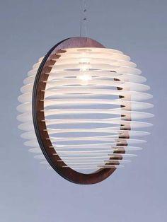 Luxo: Luminária de madeira e acrílico