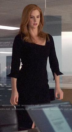 Donna's black dress with asymmetric neckline on Suits Sarah Rafferty, Tv Show Outfits, Prom Outfits, Suits Tv Shows, Suits Series, Donna Suits, Pretty Little Liars Outfits, Capsule Wardrobe Work, Professional Wear