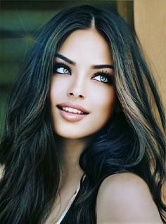 Girl Skull, Perfect Eyes, Brunette Beauty, Natural Beauty, Faces, Beautiful Women, Long Hair Styles, Lady, Fashion