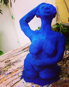 OH I GOT THAT FEELING  Some Artist of the Living Museum in Bennebroek are making sculpture. I did some in the past in Clay. Now I want to make big more than lifesize... I Can di with a little Help from my friends. This summer coming Blue Women Sculpture. This Blue lady in Clay is covered in Yves klein pigment blue. Thinking about reproduction with 3d printing.  anyone who knows about 3d Printing in The Netherlands please let me know. !?!??!  #nudesculpture #sensualportrait #sexycurves…