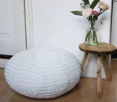 Handmade crochet pouf/floor cushion (gehaakt poef/vloerkussen). €95,00, via Etsy.