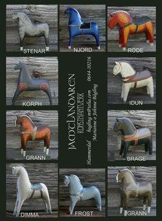 These horses are not from Dalarna but from Jämtland. Made by Jamtländaren Konsthantverk in Hammerdal.