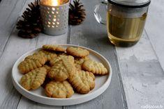 recette sablés de noël aux quatre épices par radis rose #recette #biscuits #noel Biscuits, Almond, Index, Food, Table, Kitchens, Dessert Recipes, Drinks, Crack Crackers