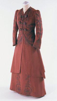 1910s walking suit, Bunka Gakuen Costume Museum