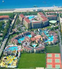 """Modern mimari ve ince düşünülmüş ayrıntılar, Antalya'nın eşsiz düşünülmüş doğasıyla birleşti. Akdeniz'in yeni güneşi Silence Beach Resort Hotel her metrekaresinde """"Maksimum misafir mutluluğu"""" anlayışını hissedeceğiniz cennetten bir köşe vaat ediyor."""