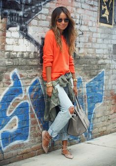 Look moletom laranja e calça boyfriend destroyed Julie Sariñana Style Mode Outfits, Fall Outfits, Casual Outfits, Denim Fashion, Look Fashion, Womens Fashion, Fashion 2015, Sweater Fashion, Fashion News