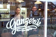 Cocktailbar Jigger's breidt uit met buurtcafé in de wijk Rooigem. Uitbaters Olivier en Ben bouwden een oud volkscafé om tot een hippe...