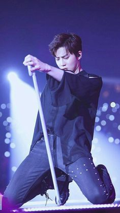 Someday I'll be that cane lol 😂 Suho - 170211 Exoplanet - The EXO'rDium in Hong Kong Credit: Fingerprint Suho. Suho Exo, Sehun Oh, Exo Ot12, Kpop Exo, Exo Kai, K Pop, Star Academy, Kim Joon Myeon, Exo Group
