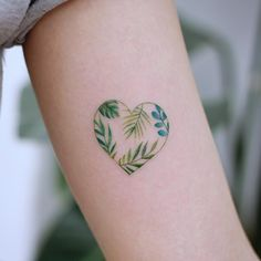 ▷ 1001 + ideas and models for beautiful small tattoos - Small heart tattoo on the upper arm, green heart with leaves in it, women tattoo ideas - # Delicate Tattoo, Subtle Tattoos, Hot Tattoos, Mini Tattoos, Unique Tattoos, Body Art Tattoos, Tatoos, Finger Tattoos, Best Small Tattoos