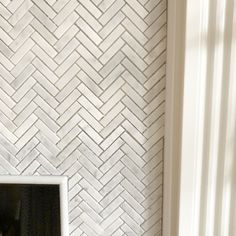 How to Add Herringbone Marble Tile to a Fireplace - Southern Hospitality Marble Herringbone Tile, Marble Tiles, Wall Tiles, Brick Fireplace Makeover, Fireplace Remodel, Fireplace Mantles, Fireplace Ideas, Mantels, Tile Around Fireplace
