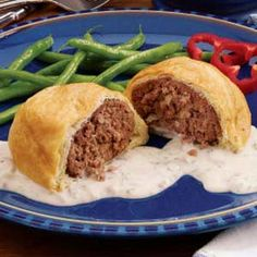 Ground Beef Wellington Recipe - AMAZING! Adjustments: add Worcestershire sauce to the beef and use milk instead of half and half for the gravy! 6P+ for half a loaf; 13P+ for a whole loaf