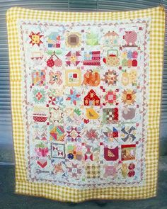 Here is my complete Farm Girl Vintage  quilt I loved making each one of these sweet blocks. #farmgirlvintagequilt #farmgirlvintagefever #loriholt