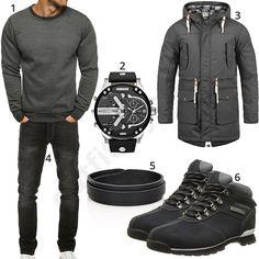 Dunkelgraues Herrenoutfit mit Ozonee Sweatshirt, Solid Chara Parka, schwarzer Yazubi Jeans und Lederarmband, Diesel Chronograph und Timberland Boots.