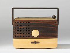 Rádio de madeira