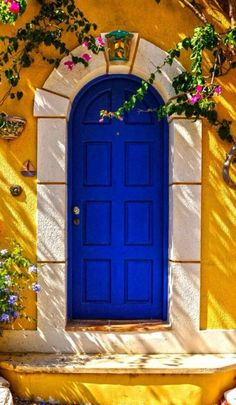 Front Door Paint Colors - Want a quick makeover? Paint your front door a different color. Here a pretty front door color ideas to improve your home's curb appeal and add more style! The Doors, Cool Doors, Unique Doors, Windows And Doors, Door Knockers, Door Knobs, When One Door Closes, Closed Doors, Doorway