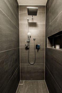Living ideas - Bathroom with generous rain shower Small Toilet Room, Small Bathroom, Coffee Room, Lounge Design, Industrial Bathroom, Rain Shower, Kitchenaid, Cool Rooms, Bathroom Interior Design