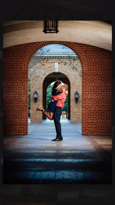 There are so many beautiful spots on the Baylor campus to take engagement photos!