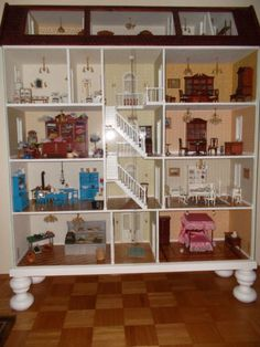 Einzigartiges-Luxus-Puppenhaus-von-Mini-Mundus-mit-2-Glasscheiben-samt-Moebel