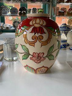 Cerâmica pintada à mão. #abajur Agora é só colocar fio e a cúpula.