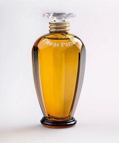 "Tiempe Passate Eau de Parfum, Antonia's Flowers--Cedarwood, amber, bergamot, montauk rose (named for its ""saltiness"") and clementine (for sparkle) combine to create a modern classic Eau de Parfum."