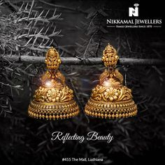 This exquisite earing personifies elegance and perfect craftsmanship. Many more designs to choose from. Buy them at Nikkamal Jewellers Ludhiana & Jalandhar Showrooms Gold Jhumka Earrings, Indian Jewelry Earrings, Jewelry Design Earrings, Gold Earrings Designs, Gold Jewellery Design, Antique Earrings, Jhumka Designs, Buy Earrings, Necklace Designs